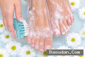 تنظيف القدمين تنعيم القدمين