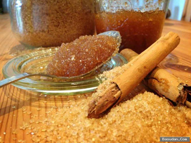 مقشر القرفة والسكر للوجه مقشر