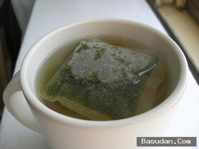 غسول الشاي المثلج لتهدئة البشرة