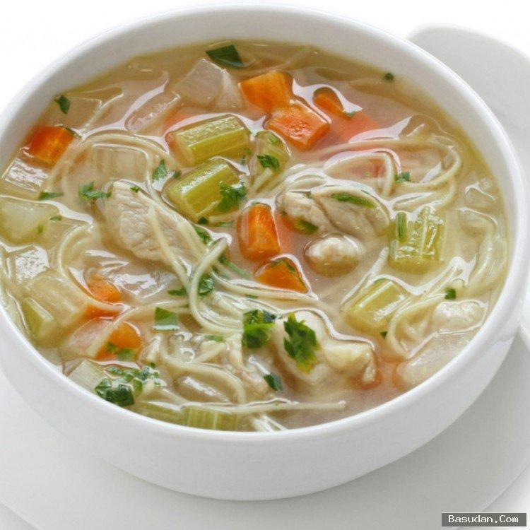 حساء النودلز تقديم حساء النودلز