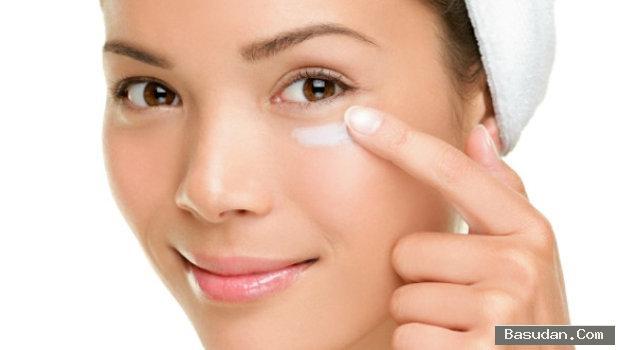 استخدام كريم العين بطريقة صحيحة