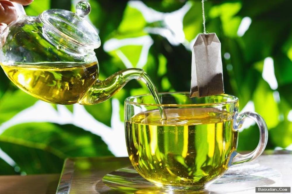 مرطب الشاي الأخضر للعناية بالشفايف