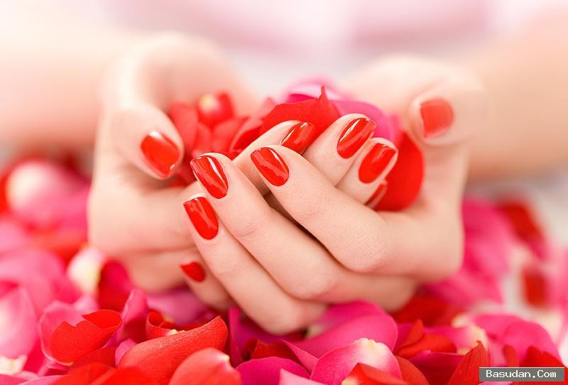 مناكير باللون الأحمر لأكثر الإطلالات