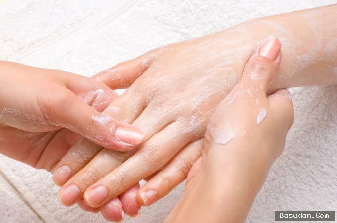 وصفة طبيعية لترطيب اليدين الشتاء