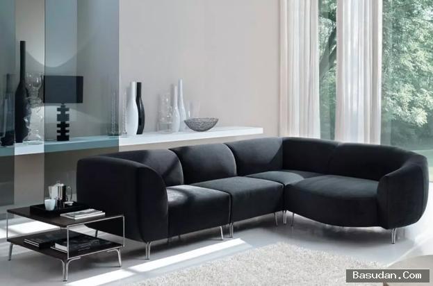 أريكة رائعة باللون الأسود